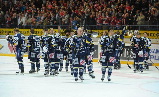 Keväällä 2011 Blues nousi säälipudotuspeleistä finaaleihin asti. Siellä Petri Matikaisen soturiryhmä taipui HIFK:lle, mutta suoritus oli silti liigassa historiallinen.