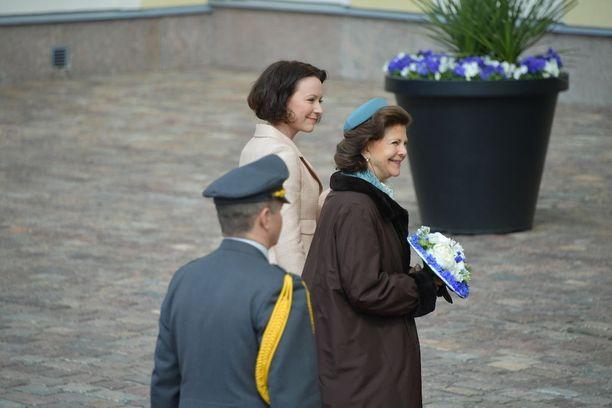 Ruotsin kuningatar Silvia ja hurmaava pillerihattu.