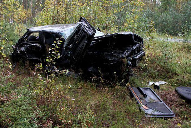Turma-auto oli jatkanut tiealueen ulkopuolella matkaansa vielä yli 100 metriä ennen pysähtymistä.