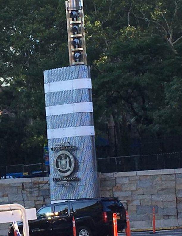 MTA:n virkailijoille kerrottiin, että tornit maksavat 100 miljoonaa dollaria. Käyttötarkoitusta ei kerrottu.
