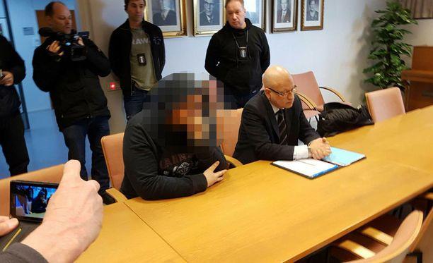 Vuonna 1994 syntynyt tamperelainen mies vangittiin maaliskuun lopussa todennäköisin syin epäiltynä 40-vuotiaan miehen surmasta. Henkirikos tapahtui joulukuun lopulla 2014.