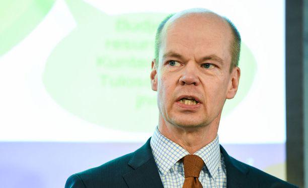Olli-Pekka Heinonen on tehnyt uraa poliitikkona, Ylen johtajana sekä virkamiehenä.