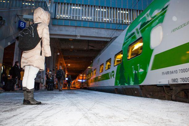 Junat ovat olleet tiistaiaamuna myöhässä.