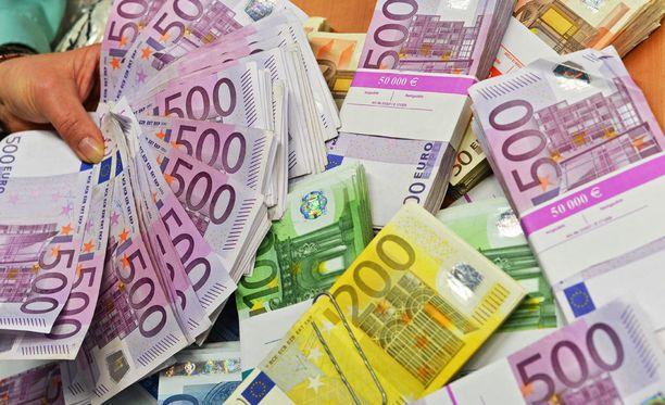 Euron arvo uhkaa pudota.