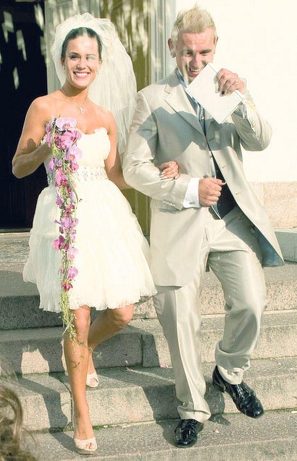 PARI Martina Aitolehti ja Esko Eerikäinen avioituivat viime elokuussa Helsingissä.