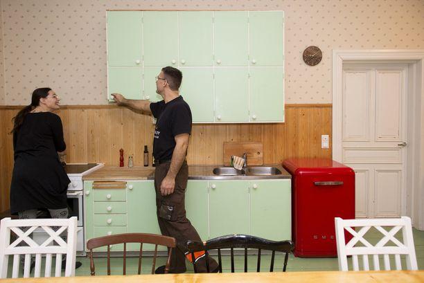Keittiön kaapisto löytyi netistä. Se on peräisin 50-luvulta.