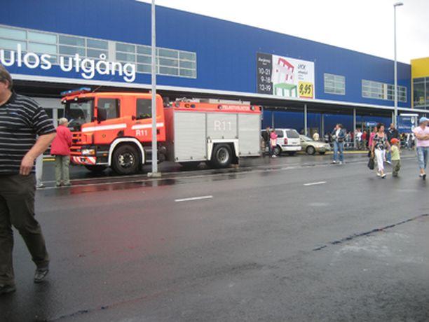 Raision Ikeassa oli palohälytys sunnuntaina. Kaikki asiakkaat joutuivat ulos.