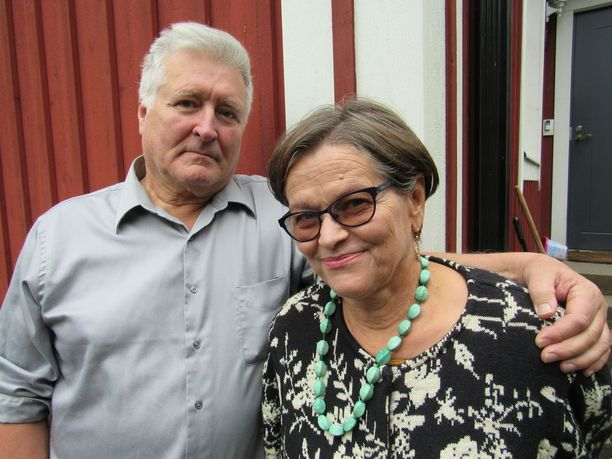 Eeva-Riitan rinnalla ilojen ja surujen läpi on kulkenut aviomies Simeon jo 1970-luvulta saakka.