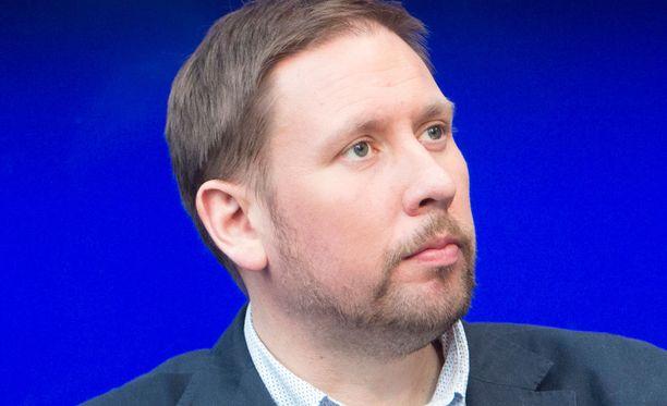 Paavo Arhinmäki (vas) odottaa puolueelleen lisäpaikkoja eduskunnassa.