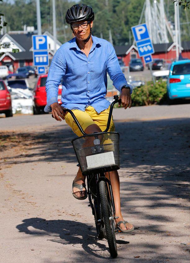 Pääministerin tyyli oli rento.
