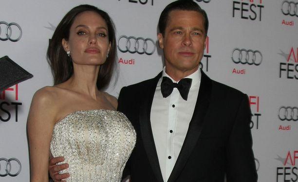Angelina Jolie ja Brad Pitt onnistuvat ajamaan toisensa hulluuden partaalle.