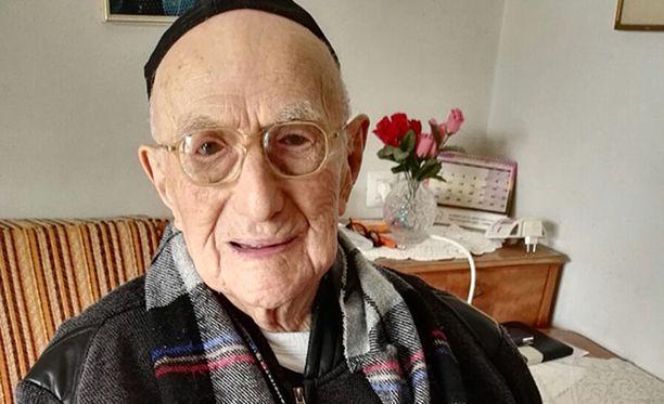 """Yisrael Kristal kertoi, että ei tiedä pitkän iän salaisuutta. Hän sanoi uskovansa, että asiat on määrätty """"ylhäällä""""."""
