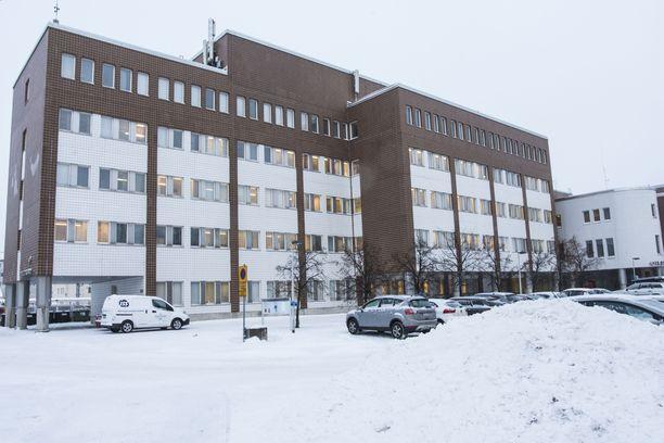 Oulun käräjäoikeus käsitteli uusia rikosepäilyjä vangitsemisistunnossa perjantaina.