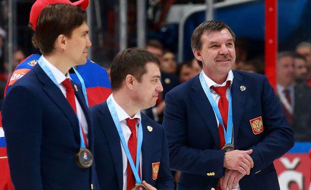 Igor Nikitin (vasemmalla) työskentelee Oleg Znarokin (oikealla) kanssa Venäjän maajoukkueessa.