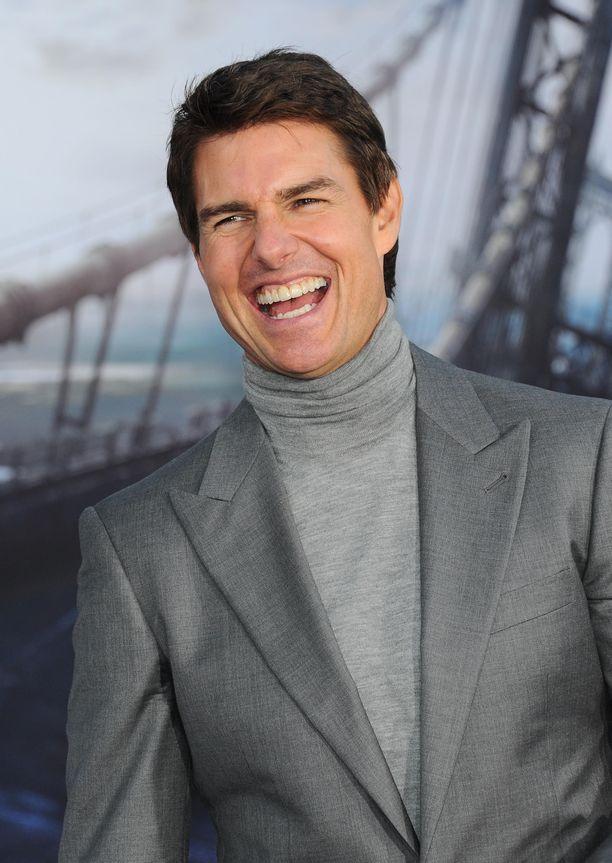 Treffit nuoren kaunottaren kanssa? Vain Tom Cruise tietää, mistä helikopterilennossa oli kyse.