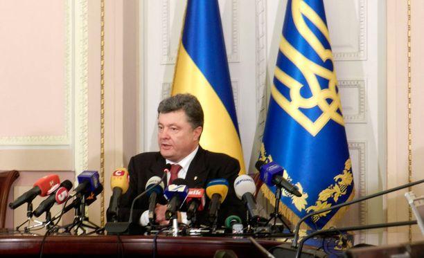 """Ukrainan presidentti kutsui Venäjää """"sivistymättömäksi valtioksi"""" ja ilmoitti maansa pyrkivän lähentymään Euroopan kanssa."""