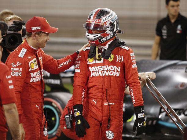 Sebastian Vettel (vasemmalla) on saanut tällä kaudella talliltaan kiistattoman ykköskuljettajan statuksen. Charles Leclercille on annettu tallimääräys kauden kaikissa kolmessa osakilpailussa.