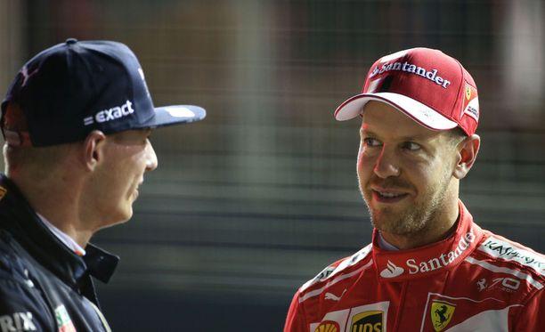 Max Verstappen ja Sebastian Vettel keskustelivat kisan jälkeen kohukolarista. Vettel ei ymmärtänyt pyytää anteeksi toilailuaan.