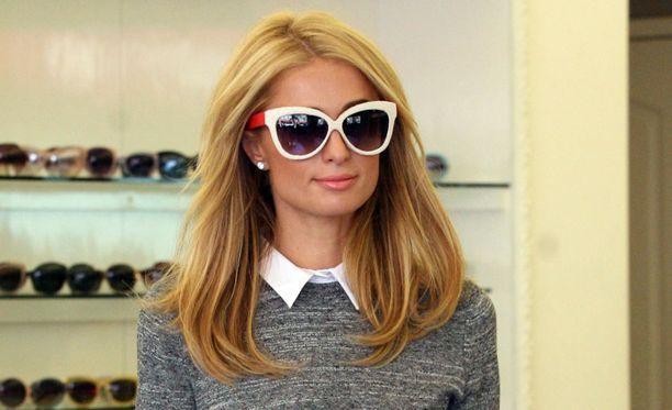 Isot lasit ovat muodikkaat. Paksut kehykset ovat kaikkein trendikkäin  valinta - valitsitpa millaiset aurinkolasit tahansa. 6164ba65b7