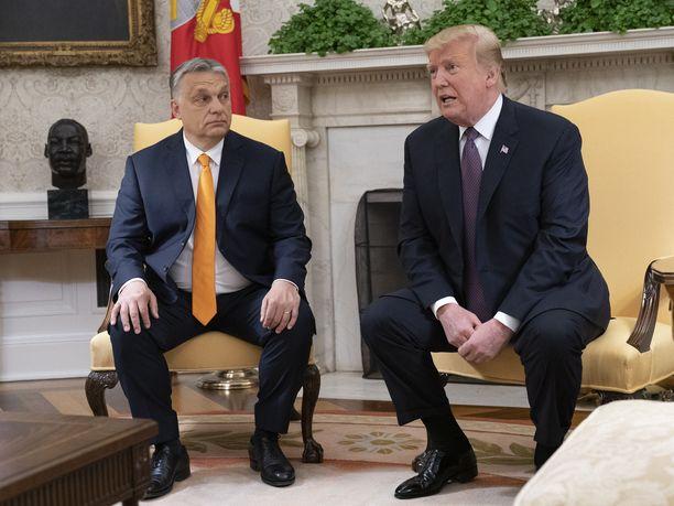 Unkarin pääministeri Viktor Orbán saapui vierailulle Valkoiseen taloon maanantaina.