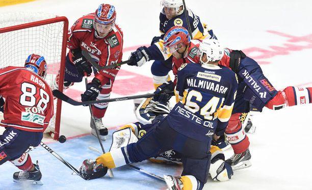 HIFK ei saanut kiekkoa millään Blues-rysään.