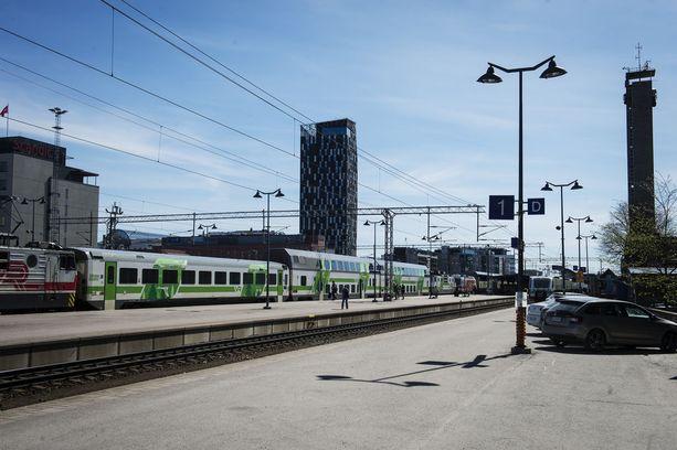 Veturimiesten mielenilmaus pysäyttää junaliikenteen maanantai-illasta keskiviikkoaamuun. Kuvassa Tampereen rautatieasema.