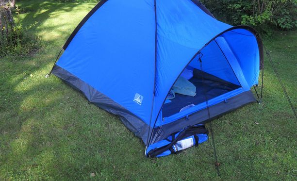 Syytteessä kuvattu henkirikos tapahtui kouvolalaisen maatalon pihalle pystytetyssä teltassa. Kuvituskuva.
