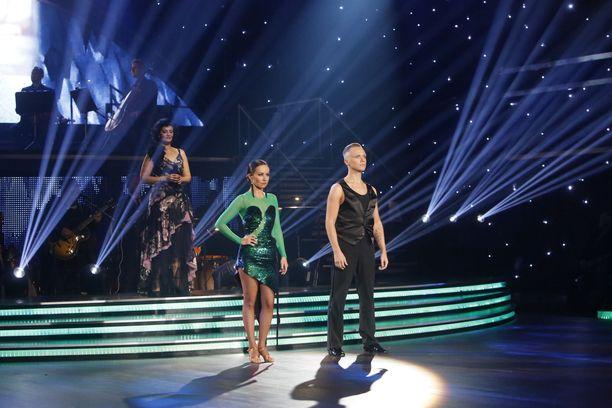 Kun tuomariäänet yhdistettiin yleisöääniin, saivat Jaana Pelkonen ja Marko Keränen vähiten ääniä.