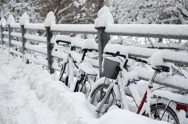 Luminen sää on tullut jäädäkseen. Kuvituskuva.
