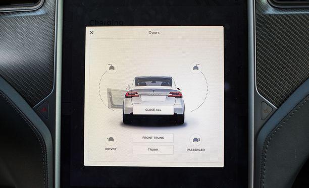 Auton kaikki ovet toimivat sähköllä.