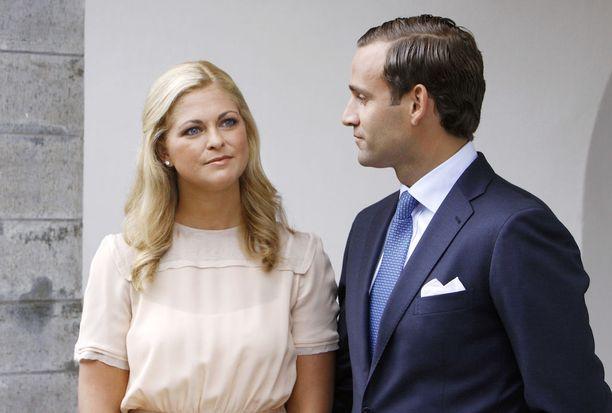 Madeleine ei ehtinyt alttarille asti petollisen Jonaksen kanssa.