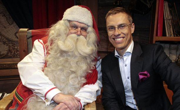 Joulupukki ja Stubb tapasivat pukin kotimaisemissa Rovaniemellä.