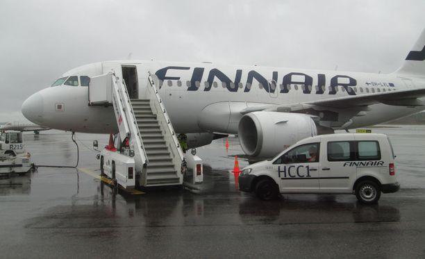 Mielenilmaus perjantaina sekoittaa myös lentoliikennettä.