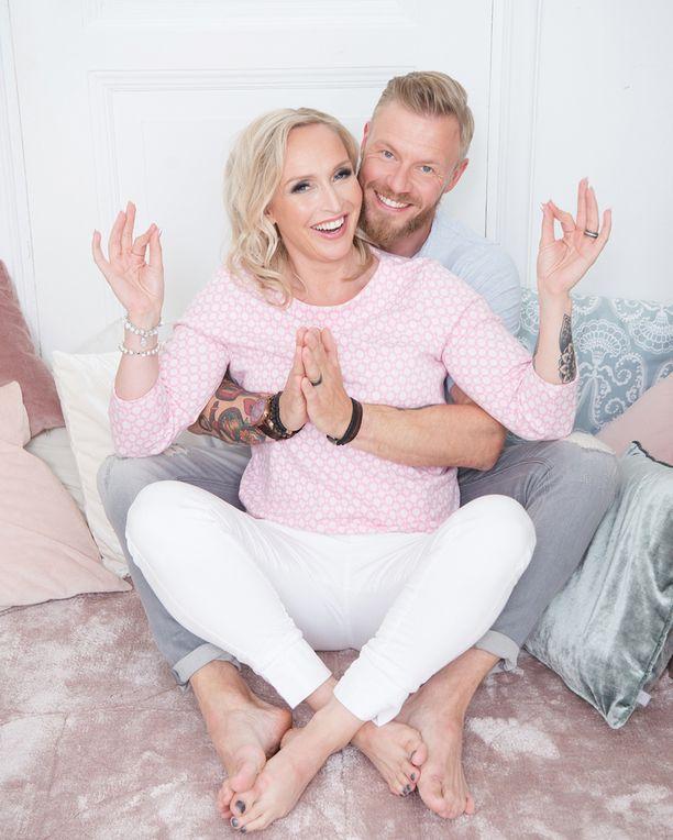 Jutta ja Juha julkaisivat hiljattain yhdessä Rakkauden voimakirja -nimisen kirjan.