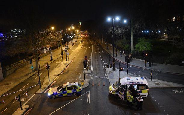 Poliisi jatkoi tutkintojaan yöllä Westminsterin alueella Lontoossa.