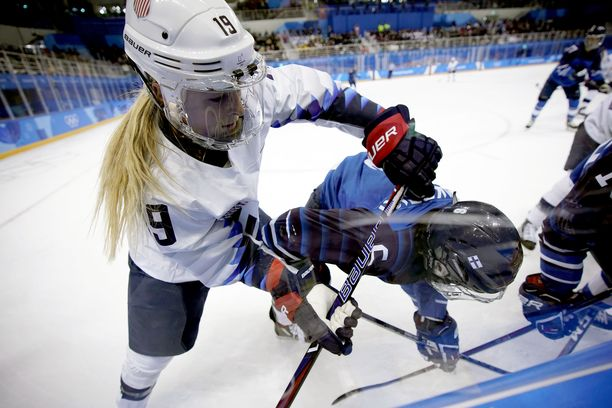 Suomi kohtaa tällä vuosikymmenellä viisi MM-kultaa voittaneen Yhdysvallat kisojen avauspäivänä.