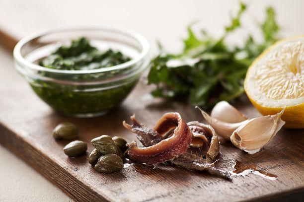 Onko kuvassa anjovis vai sardelli, kun nimi on englanniksi anchovy? Sardellipa hyvinkin.