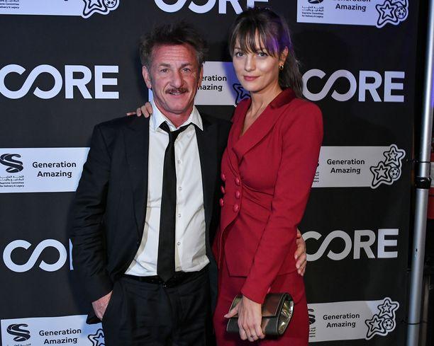 Sean Penn ja Leila George julkistivat suhteensa vuonna 2016.