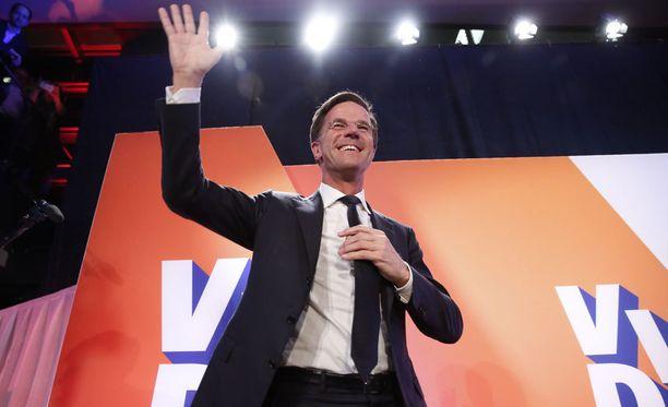 Mark Rutten juhli vaalivoittoa Hollannissa.