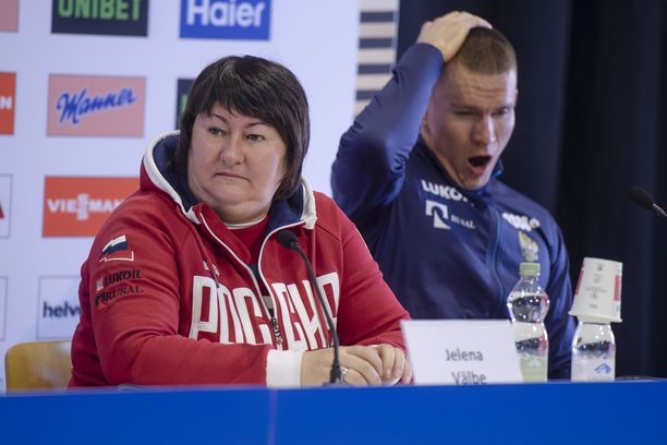 Jelena Välbe (vas.) vastasi Aleksander Bolshunoville esitettyyn kysymykseen.