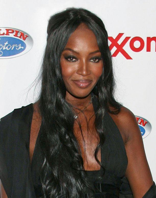 Naomi on joutunut useasti ongelmiin aggressiivisuutensa takia.