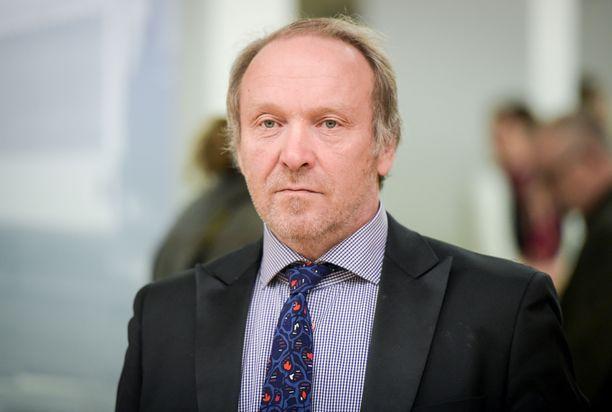 Perussuomalaisten kansanedustaja Teuvo Hakkarainen tuomittiin hovioikeudessa 80 päiväsakkoon kokoomuksen kansanedustajan Veera Ruohon pahoinpitelystä ja seksuaalisesta ahdistelusta.