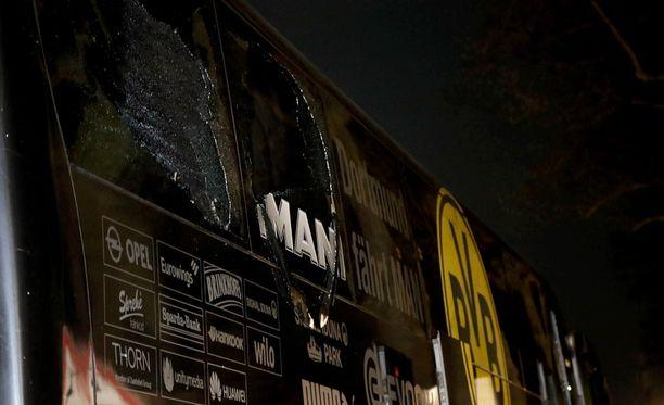 Borussia Dortmundin jalkapallojoukkue joutui pommi-iskun kohteeksi tiistaina.