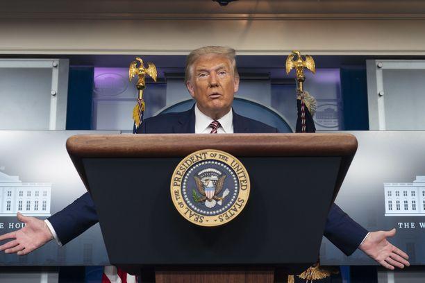 Yhdysvaltain presidentti Donald Trump on pitänyt viime viikkoina useita kampanjatilaisuuksia huolimatta terveydenhuolloin ammattilaisten koronavaroituksista.