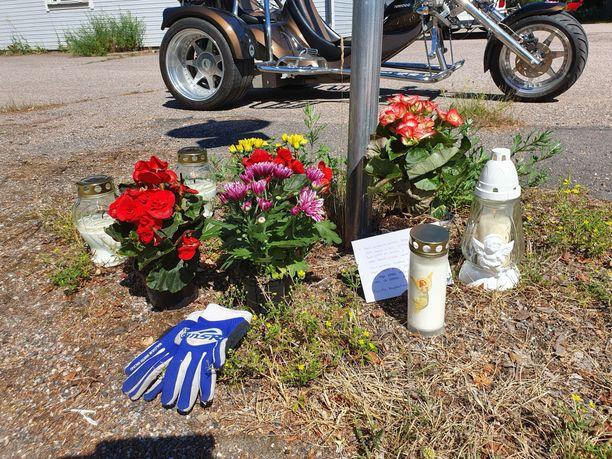 Kolme paikkakuntalaista nuorta kuoli moottoripyörien kolaroitua Kärkölässä heinäkuussa.