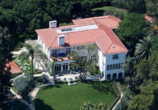 Kartano on valmistunut vuonna 1913. Siinä on asunut aiemmin Hollywood-ohjaaja Cecil B. DeMille.