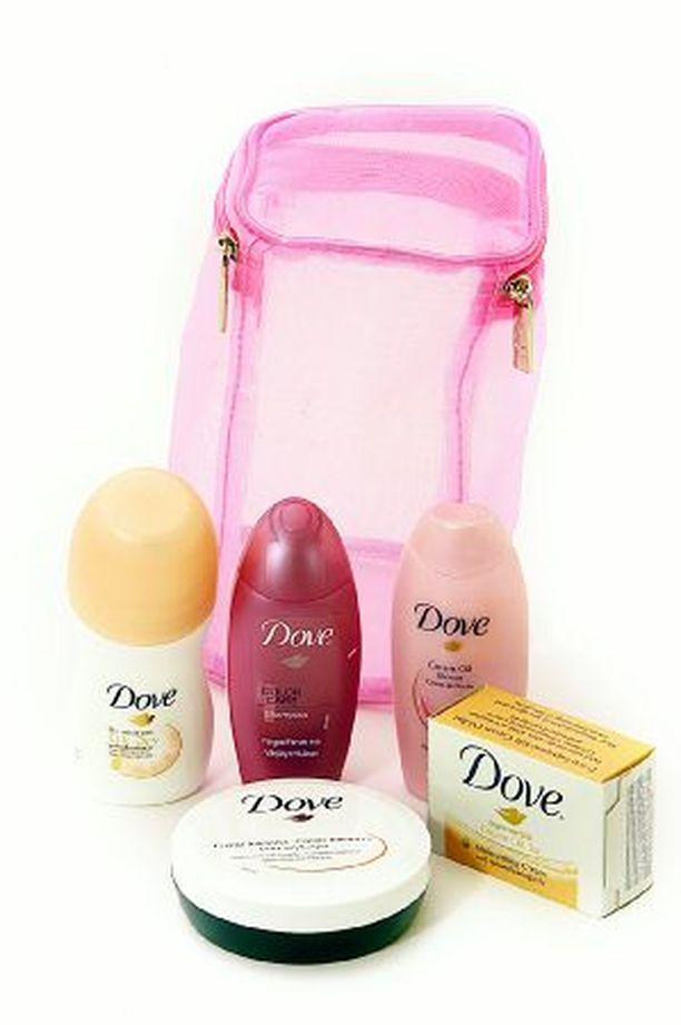 MATKASETTI Doven Mini Pack (7,50 €) on loistava lyhyelle matkalle. Värjätyille hiuksille sopiva sampoo ja hoitoaine ovat 50 millilitran pulloissa.