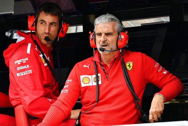Italiasta kantautuvien huhujen mukaan Maranellossa olisi tehty viime päivinä päätöksiä, joihin sanansa ovat sanoneet myös tallipäällikkö Maurizio Arrivabeneä (oikealla) isommat Ferrari-pamput.