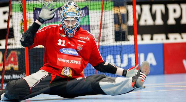 Henri Toivoniemi torjunee Suomen ykkösvahtina joulukuun MM-kisoissa.