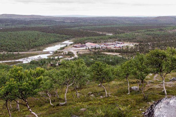 Näätämön kylä sijaitsee Pohjois-Lapissa, aivan Suomen ja Norjan rajalla. Kylän asukkaat olivat ilman toimivia matkapuhelinyhteyksiä yli kahden vuorokauden ajan heinäkuussa, kun kuitukaapeli katkesi ukkosen jälkeen.